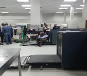 L'aéroport international Toussaint Louverture était en ébullition ce mardi après-midi.