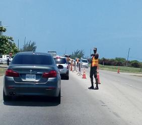 A security force checkpoint at Greenwood on the border of Trelawny and St James. (file photo)