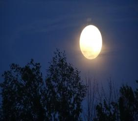 (Image: Full moon courtesy of Rachel Kramer via Flickr)