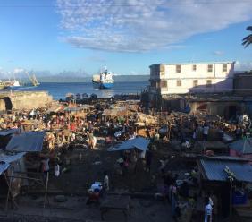 Vue partielle du marché public du Bord de mer à Port-de-Paix 13 décembre 2019. Crédit photo: Loop Haïti/Websder Corneille