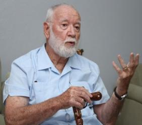 Le journaliste-essayiste néo-Zélandais Bernard Diederich. Crédit photo: OZ