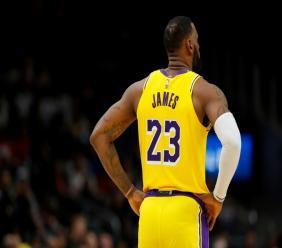 LeBron James, auteur de 29 points, et qui totalise 33.655 points depuis le début de sa carrière, a dépassé Kobe Bryant pour devenir le 3e meilleur marqueur de l'histoire de la NBA, lors de la défaite des Lakers à Philadelphie (108-91), le 25 janvier 2020