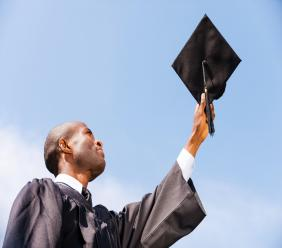 Des étudiants peuvent participer a ce nouveau programme de bourses doctorales qui porte le nom d'Anténor Firmin.