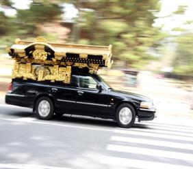 Stolen hearse carrying casket recovered after freeway chase. (Photo: iStock)