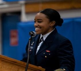 Lindsey Pierre, première haïtienne à avoir intégré l'Académie américaine des gardes-côtes  CP : Ambassade Américaine