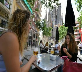 Terrasse près de la basilique Sagrada Familial à Barcelone le 25 mai 2020