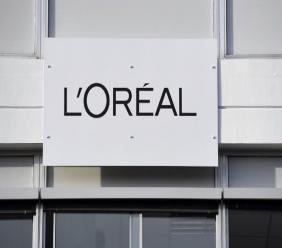 """L'Oréal devrait notamment retirer le mot """"blanchissant"""" des descriptions de ses produits cosmétiques. - AFP"""