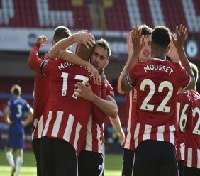Sheffield United's David McGoldrick, left, celebrates after scoring his side's third goal during the English Premier League football match against Chelsea at Bramall Lane in Sheffield, England, Saturday, July 11, 2020. (AP photo/Rui Vieira, Pool).