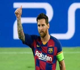 L'attaquant de Barcelone, Lionel Messi (d), buteur lors du 8e de finale retour de la Ligue des champions face à Naples, au Camp Nou, le 8 août 2020 afp.com - LLUIS GENE
