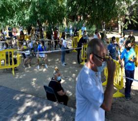 File d'attente devant un centre de dépistage du Covid-19, à Ripollet, dans le nord-est de l'Espagne, le 6 août 2020 afp.com - Pau BARRENA
