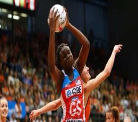 Samantha Wallace in action during the Suncorp Super Netball League in Australia. (Photo courtesy The Sydney Morning Herald)