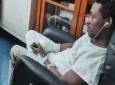 Il a été victime d'une bastonnade de la part d'un client mécontent et s'est retrouvé avec une main cassée et des dommages dentaires.
