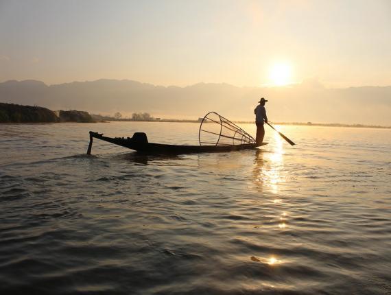 Elk vissersvaartuig dient een geldige vergunning te hebben, welke aan één persoon is toegekend.