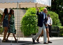 Barack Obama, sa femme Michelle et leurs deux filles Malia (d) et Sasha (g), le 17 juin 2016 à Washington