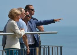 Le président russe Vladimir Poutine visite la colonie de vacances pour jeunes, Artek, ancienne vitrine de la jeunesse soviétique située sur les rives de la mer Noire à Gurzuf (près de Yalta), le 24 juin 2017