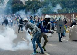 Heurts entre manifestants et forces de l'ordre le 26 avril 2017 à Caracas, au Venezuela / © AFP / FEDERICO PARRA