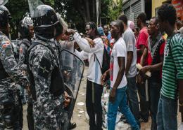 Policiers dominicains à la frontière. Photo : VICE