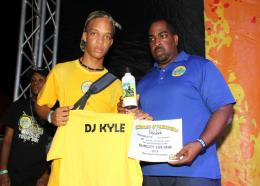 SunCity 104.9 FM chairman, Steve Billings (right), presents the winner's certificate to DJ Kyle. (PHOTOS: Llewellyn Wynter)