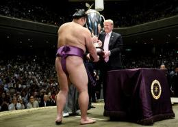 Le président américain Donald Trump et le Premier ministre japonais Shinzo Abe, le 26 mai 2019 sur un terrain de golf à Chiba, près de Tokyo