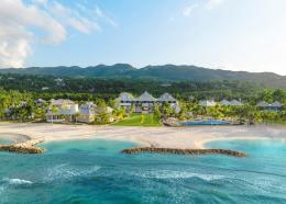 Eclipse at Half Moon features 57 luxurious and spacious accommodations, two restaurants, three bars, a market café, a Salamander Spa, a sweeping infinity-edge swimming pool and private beachfront with a natural swimming cove.