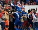 L'équipe de Haïti célèbre son second but face au Costa Rica lors du match de phase de groupes de la Gold Cup, à Harrison dans le New Jersey, le 24 juin 2019