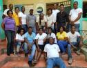 Des employés de l'AVSI Haïti sur la cour d'une des annexes de l'ONG